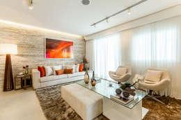 Salas de estilo clásico por Chris Silveira & Arquitetos Associados