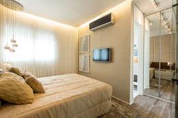 Dormitorios de estilo clásico por Chris Silveira & Arquitetos Associados