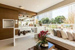Tерраса в . Автор – Chris Silveira & Arquitetos Associados