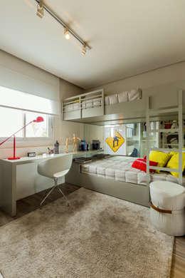 Chris Silveira & Arquitetos Associados: modern tarz Yatak Odası