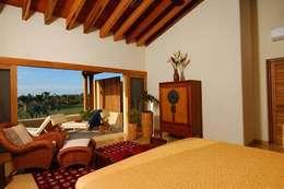 Casa Cariza: Recámaras de estilo topical por BR  ARQUITECTOS