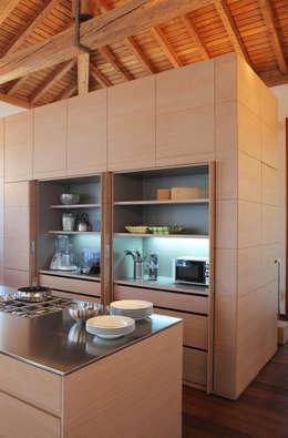 Cocinas de estilo moderno por isabella maruti architetto