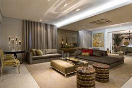 Residência AG: Salas de estar modernas por Gláucia Britto