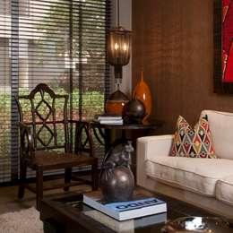 Livings de estilo clásico por UNUO Interiorismo