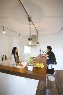 Cocinas de estilo moderno por スターディ・スタイル一級建築士事務所