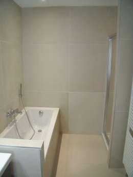 SALLE DE BAINS: Salle de bains de style  par > G R E G  Réquill@rt < 06 13 24 87 40