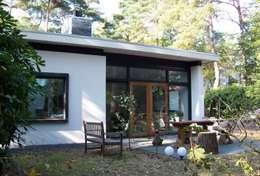 Casas de estilo moderno por Bureau MT