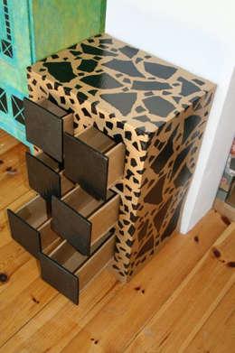 petite commode basse en carton: Maison de style  par K'art on design