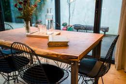 Sala de jantar  por One Off Oak Limited