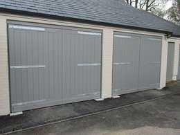 Garajes de estilo moderno de Portcullis Electric Gates