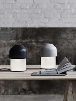 LIGHTYEARS VOLUME Led: moderne Wohnzimmer von Designort