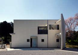 Casas de estilo moderno por atelier m
