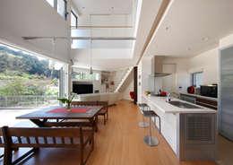 Livings de estilo moderno por atelier m