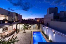 modern Pool by Cambio De Plano