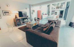 SEJOUR: Salon de style de style Moderne par ATELIER ARTEFAKT