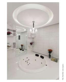 Baños de estilo moderno por Vanja Maia - Arquitetura e Interiores