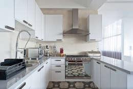 DEPARTAMENTO EN CUERNAVACA: Cocinas de estilo moderno por HO arquitectura de interiores
