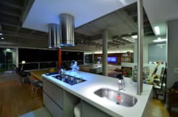 Cocinas de estilo industrial por HECHER YLLANA ARQUITETOS