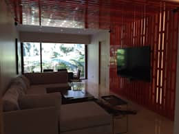 Celosía iluminada para mueble de tv: Sala multimedia de estilo  por HO arquitectura de interiores
