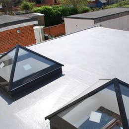 moderne Huizen door The Market Design & Build