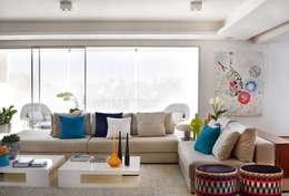 moderne Woonkamer door Thaisa Camargo Arquitetura e Interiores