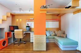 Thaisa Camargo Arquitetura e Interiores: modern tarz Çalışma Odası
