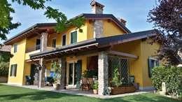 Projekty, śródziemnomorskie Domy zaprojektowane przez Studio Tecnico Vallan