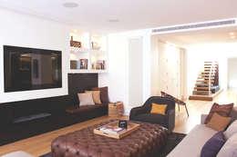 modern Living room by Miriam Barrio