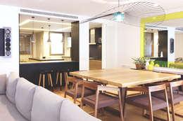 modern Dining room by Miriam Barrio