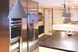 modern Kitchen by Miriam Barrio