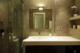 Ванные комнаты в . Автор – MADG Architect
