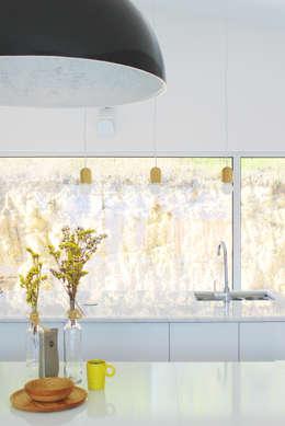 minimalistic Kitchen by Artspazios, arquitectos e designers