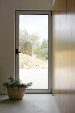 minimalistic Bedroom by Artspazios, arquitectos e designers