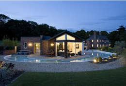 Projekty,  Basen zaprojektowane przez Rayner Davies Architects