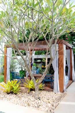 tropical Garden by RABAIOLI I FREITAS