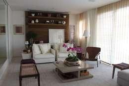 Living Apartamento São Paulo: Sala de estar  por Vaiano e Rossetto Arquitetura e Interiores