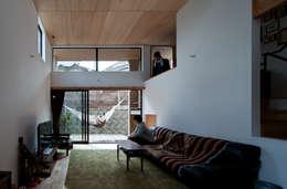 Salas / recibidores de estilo moderno por 藤森大作建築設計事務所