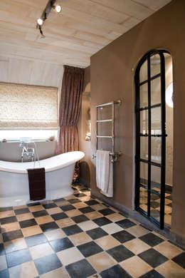 Kenny&Mason Bathrooms: landelijke Badkamer door Kenny&Mason