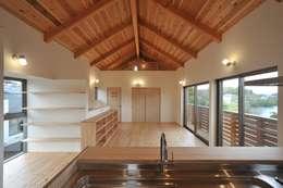 asian Living room by 若山建築設計事務所