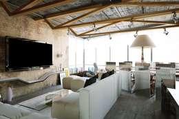 Aerobus: styl , w kategorii Salon zaprojektowany przez Shtantke Interior Design