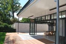 Meervoudige beleving: moderne Eetkamer door Architektenburo J.J. van Vliet bv