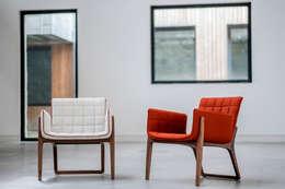 Livings de estilo minimalista por Two.Six