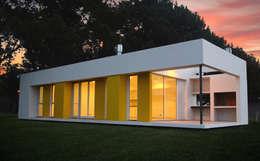 moderne Häuser von Estudio Moirë arqs.