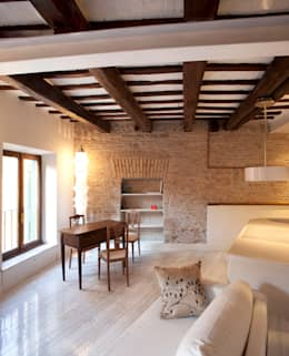 Suite a Trastevere: Case in stile in stile Eclettico di Archifacturing