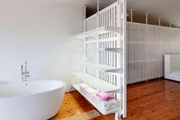 Маньчжурская рейка: Ванные комнаты в . Автор – Concrete jungle