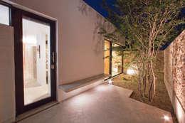 CASA GERSHENSON: Jardines de estilo moderno por Gonzalez Amaro