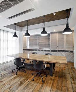 有限会社スタジオA建築設計事務所의  서재 & 사무실