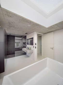 modern Bathroom by Schiller Architektur BDA