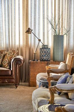 Haras CK: Salas de estar rústicas por Gláucia Britto