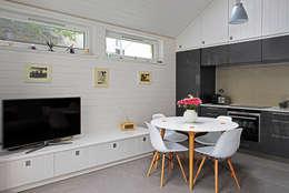 Comedores de estilo moderno por E2 Architecture + Interiors